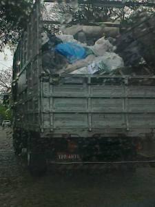 Caminhão lixo seco