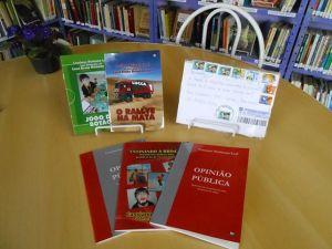 Livros biblioteca comunitária do Cristal