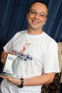 recebendo troféu amabélia teixeira da silva 2013